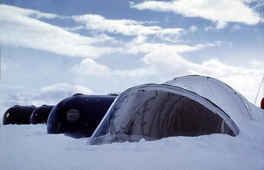 Estación Polar Teniente Arturo Parodi / ARQZE (Arquitectura de Zonas Extremas)