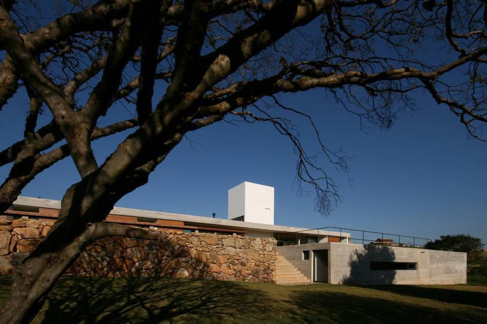 Casa en Joanopolis / Una Arquitetos, © Bebete Viégas