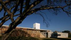 Casa en Joanopolis / Una Arquitetos