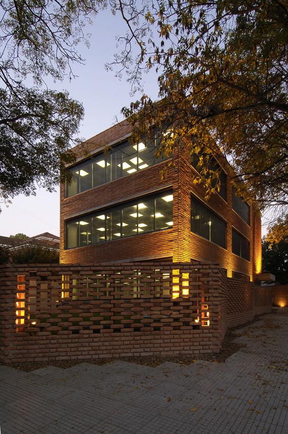 Edificio de oficinas para alquiler CCDH / Ignacio Montaldo Arquitectos, © Daniela Mac Adden