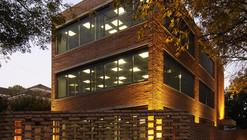Edificio de oficinas para alquiler CCDH / Ignacio Montaldo Arquitectos