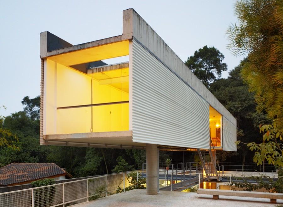 Casa en Carapicuíba / Angelo Bucci  + Alvaro Puntoni, © Nelson Kon