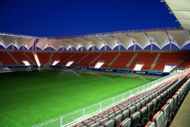 Estadio Bicentenario Nelson Oyarzún Arenas de Chillán / Judson & Olivos Arquitectos, © Judson & Olivos Arquitectos