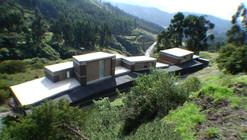 Casa Entre Muros / al bordE