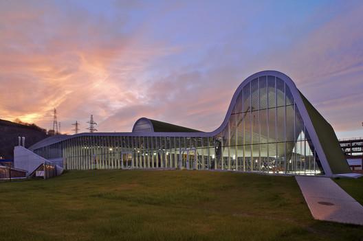 Centro Deportivo y de Ocio en Langreo / ACXT