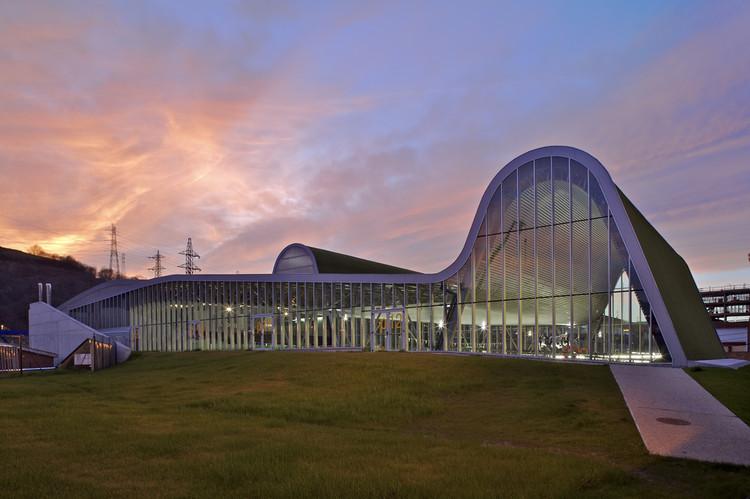 Centro Deportivo y de Ocio en Langreo / ACXT, © Carlos Casariego