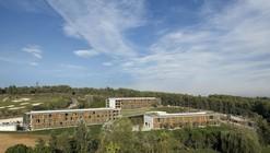 Centro de Conferencias y Hotel La Mola / b720