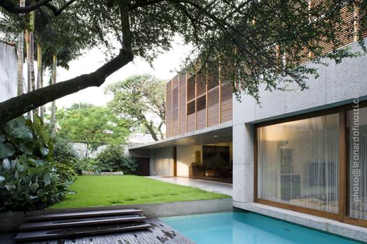 Casa Marrom / Isay Weinfeld, © Leonardo Finotti