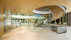 Marquesina y acceso a la Torre Banc Sabadell Atlàntic / Mateo Arquitectura