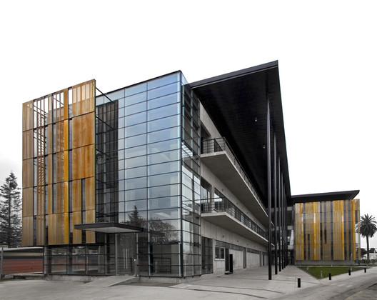 Edificio Block Social Nestlé / GH+A | Guillermo Hevia