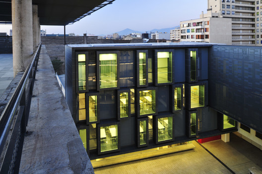 Ampliação Faculdade de Arquitetura, Arte e Design UDP / Ricardo Abuauad