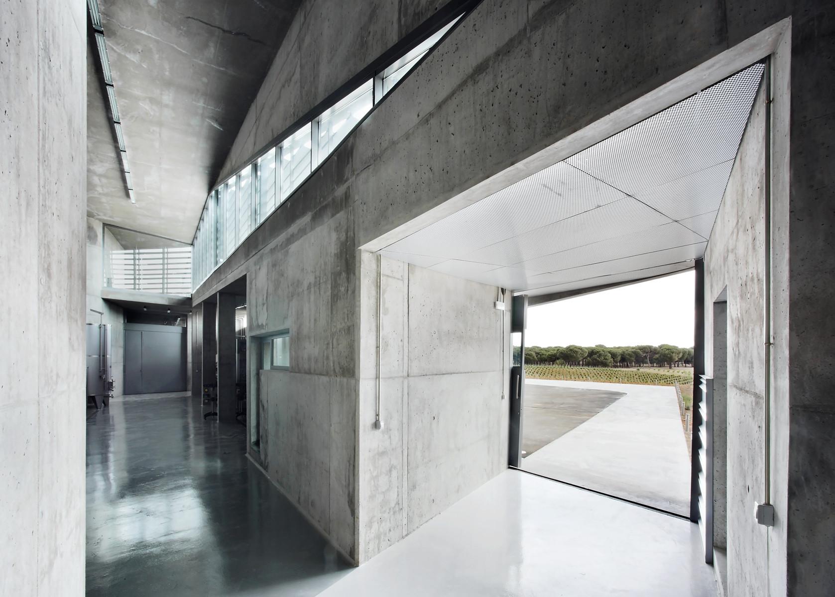 Bodega qumr n konkrit blu arquitectura plataforma - Fachada hormigon in situ ...