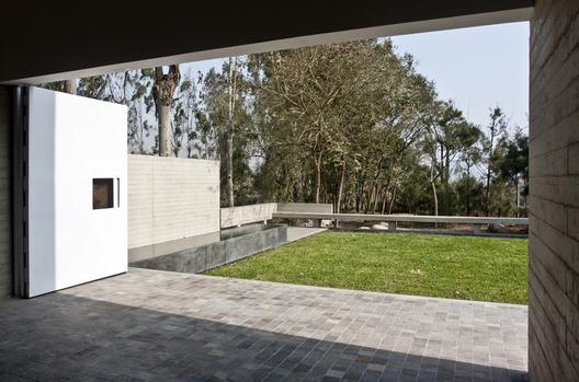 1286801649-de-la-piedra-chapel-nomena-arquitectos-ximena-alvarez----ronald-harrison-15