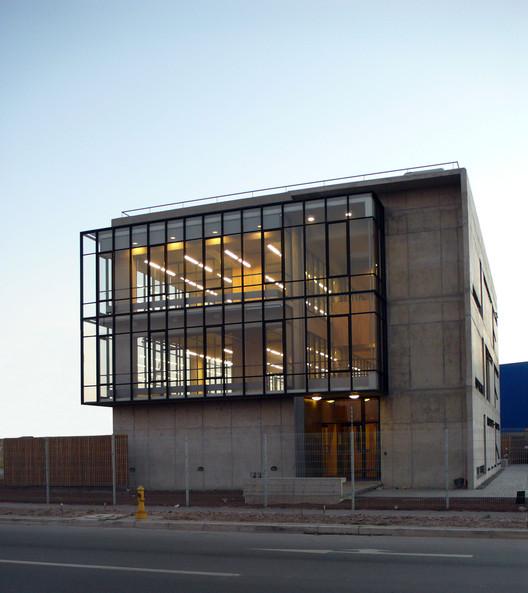 Edificio Corporativo SERINFO / +arquitectos, © + arquitectos