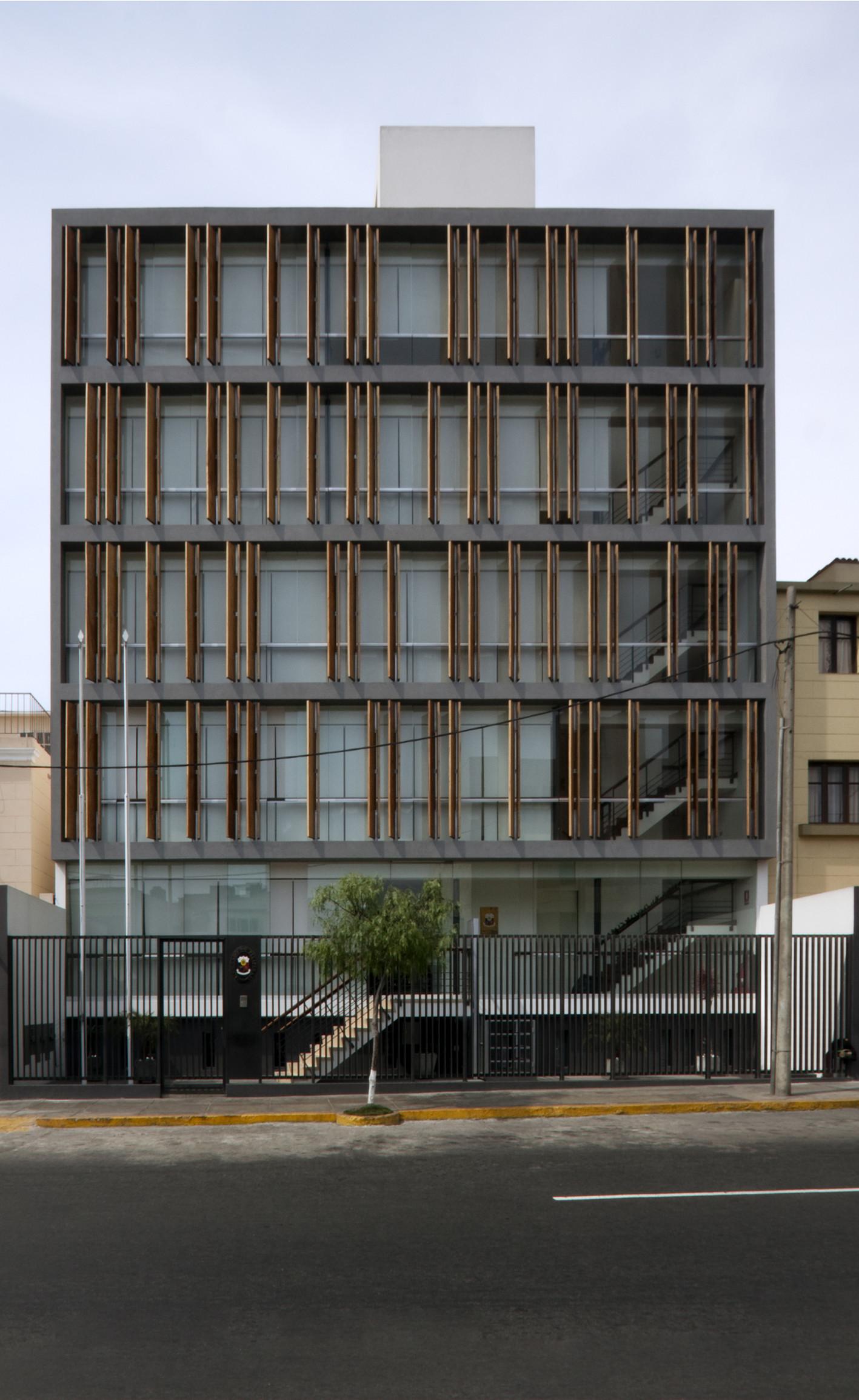 Edificio de aulas oficinas llonazamora fernando for Aulas web arquitectura