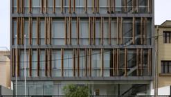 Edificio de Aulas + Oficinas / LLONAZAMORA + Fernando Mosquera