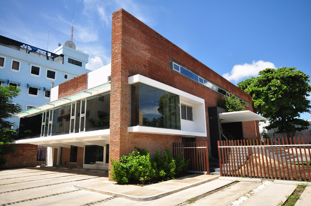 Edificio administrativo grupo banas daniel pons for Plataforma arquitectura