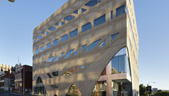 Escuela de Medicina Universidad de Tasmania / Lyons