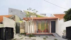 Casa Código de Barra Vertical / Gayuh Dudi Utomo