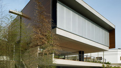 Casa BV / Biselli + Katchborian architects