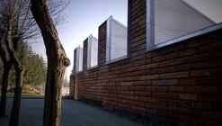 Edificio Bioclimático de Instalaciones en las Piscinas de Gamarra / Ramón Ruiz-Cuevas Peña