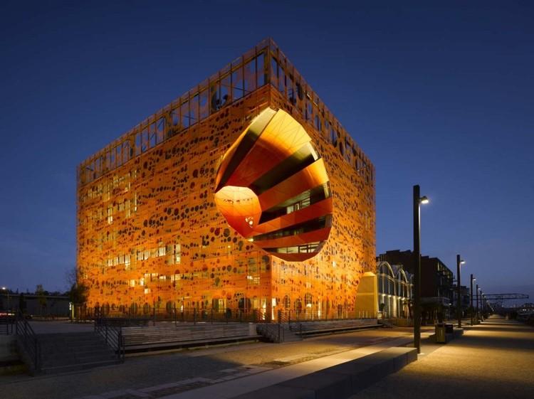 Cubo naranjo / Jakob + Macfarlane Architects, © Ronald Halbe