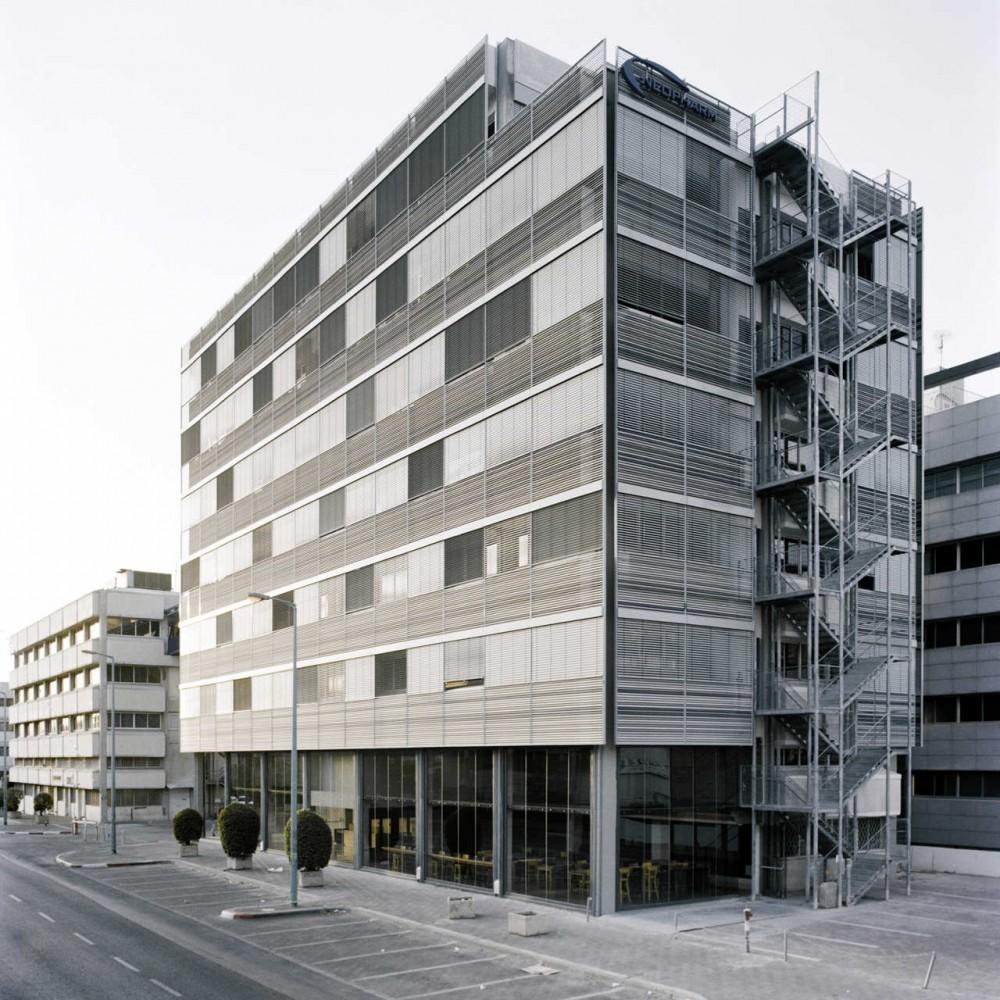 Oficinas Neopharm / Shilo Benaroya Architecture Office, © Friedrike von Rauch