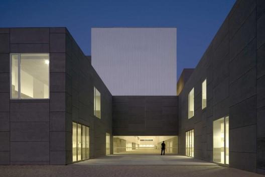 Facultad de Ciencias Sociales y Empresariales de la Universidad de Málaga / Luis Machuca & Asociados