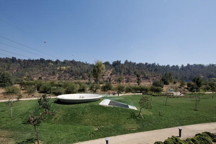 Memorial 9 - Virgen del Parque / Gonzalo Mardones V Arquitectos, © Nico Saieh
