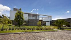 Casa 2V / Diez + Muller Arquitectos