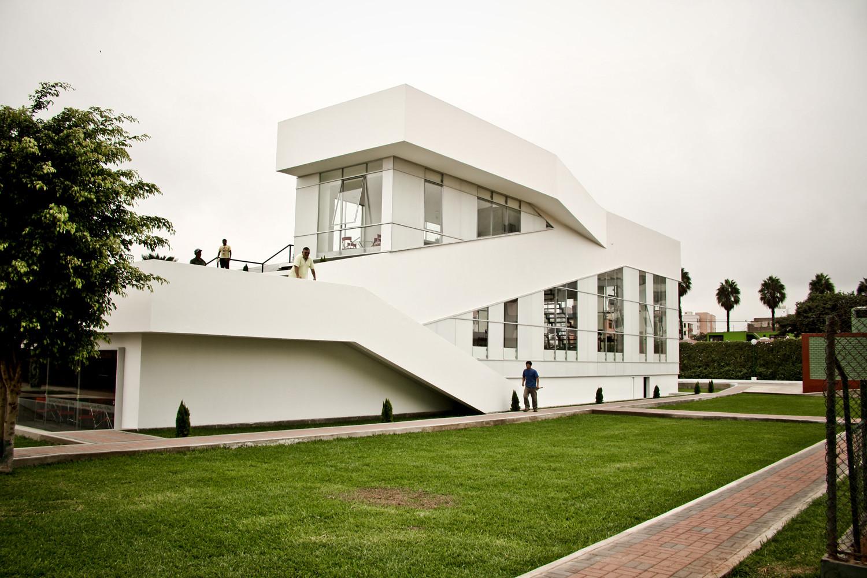 Club para La Asociación Militar / Genaro Alva y Enrique Llatas, © Rodrigo Apolaya