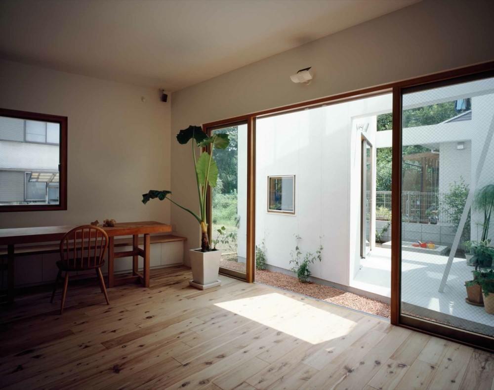 Galer a de casa interior casa exterior takeshi hosaka - Casas con piscina interior ...