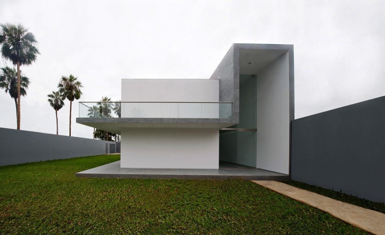 Casa en la encantada artadi arquitectos plataforma for Fotos de casas modernas en lima peru