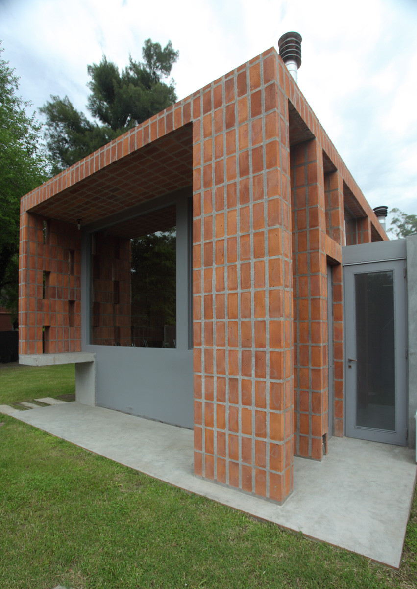 Galer a de casa en pilar film obras de arquitectura 2 for Casas de ladrillo visto fotos