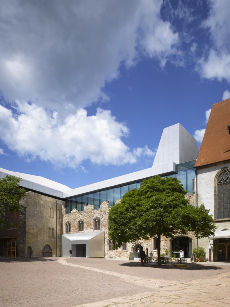 Ampliación del Museo Moritzburg / Nieto Sobejano Arquitectos, © Roland Halbe