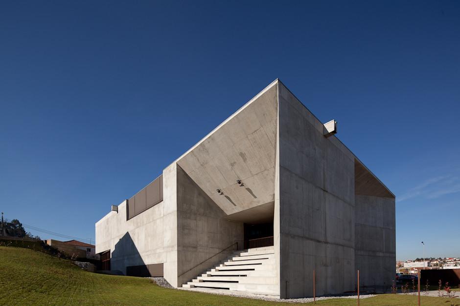 Centro Social en Brufe / Imago, © José Campos