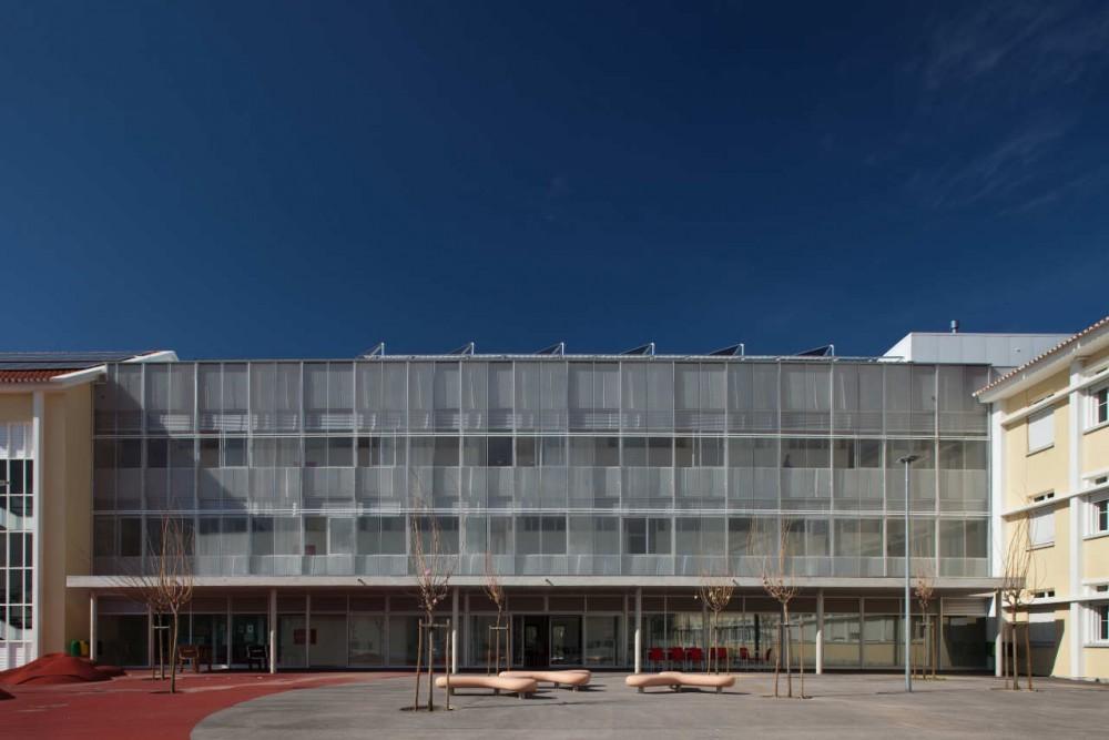 Escuela Secundaria Rainha D. Amelia en Lisboa / Gonçalo Byrne Arquitectos  +  José Laranjeira, © Francisco Nogueira