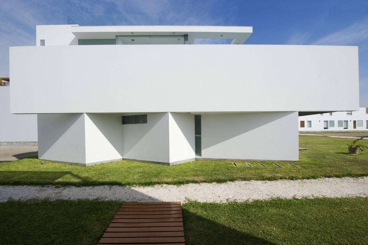 Casa playa el golf d17 rrmr arquitectos plataforma for Muebles bandera vivar catalogo