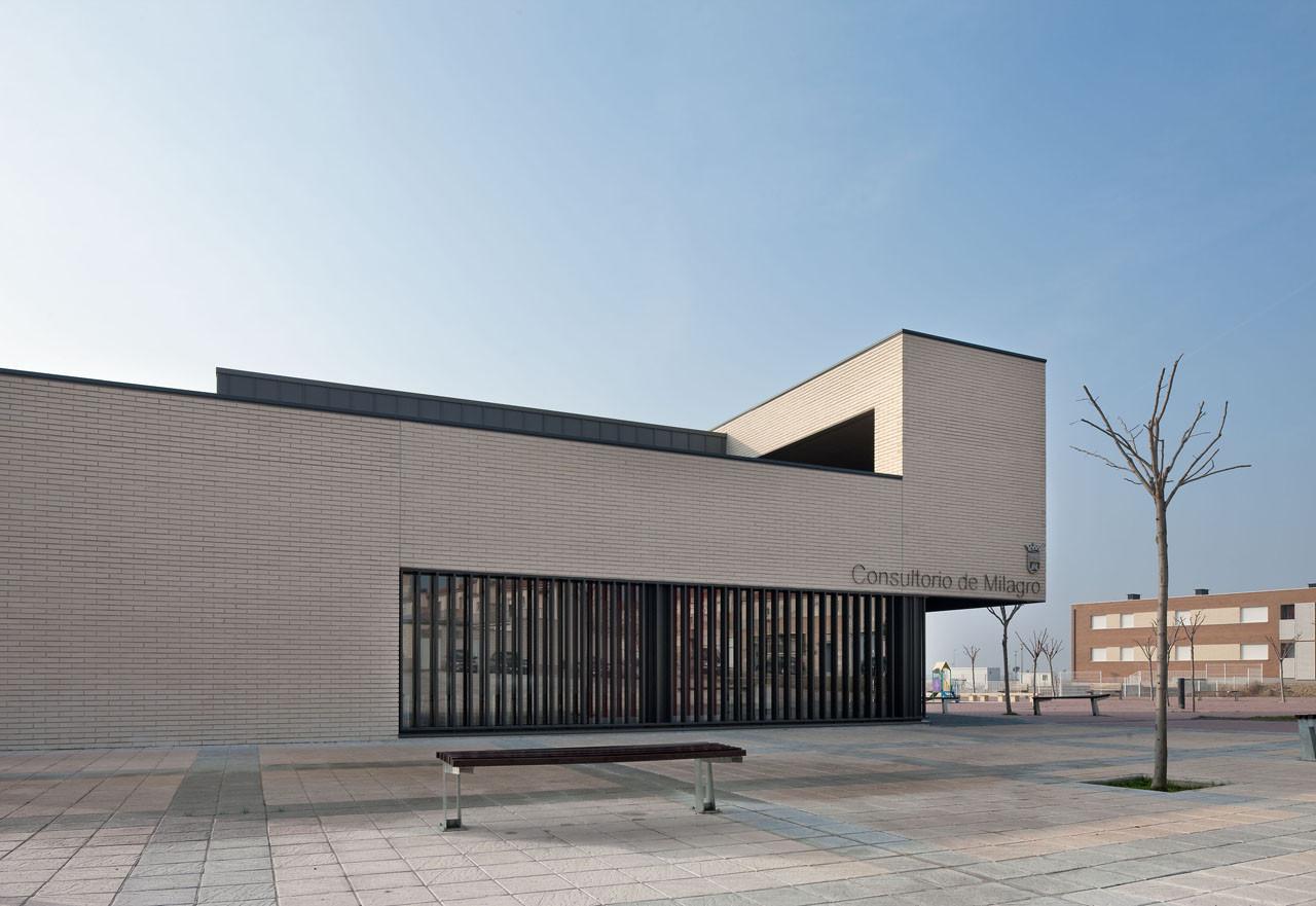 Consultorio Médico en Milagro / Doblee, © Josema Cutillas