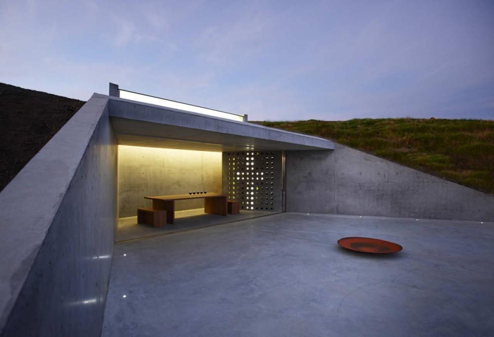 Cava de vinos y mirador / MAP Architects, © Brian Cully