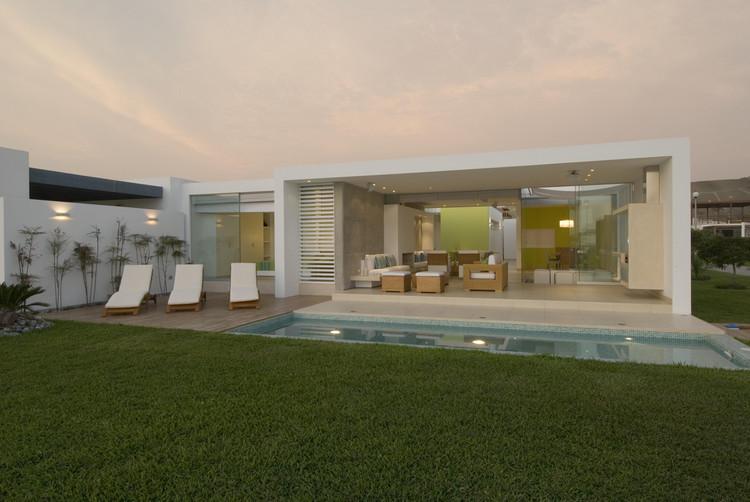 Casa playa el golf a19 rrmr arquitectos plataforma for Casa minimalista la plata