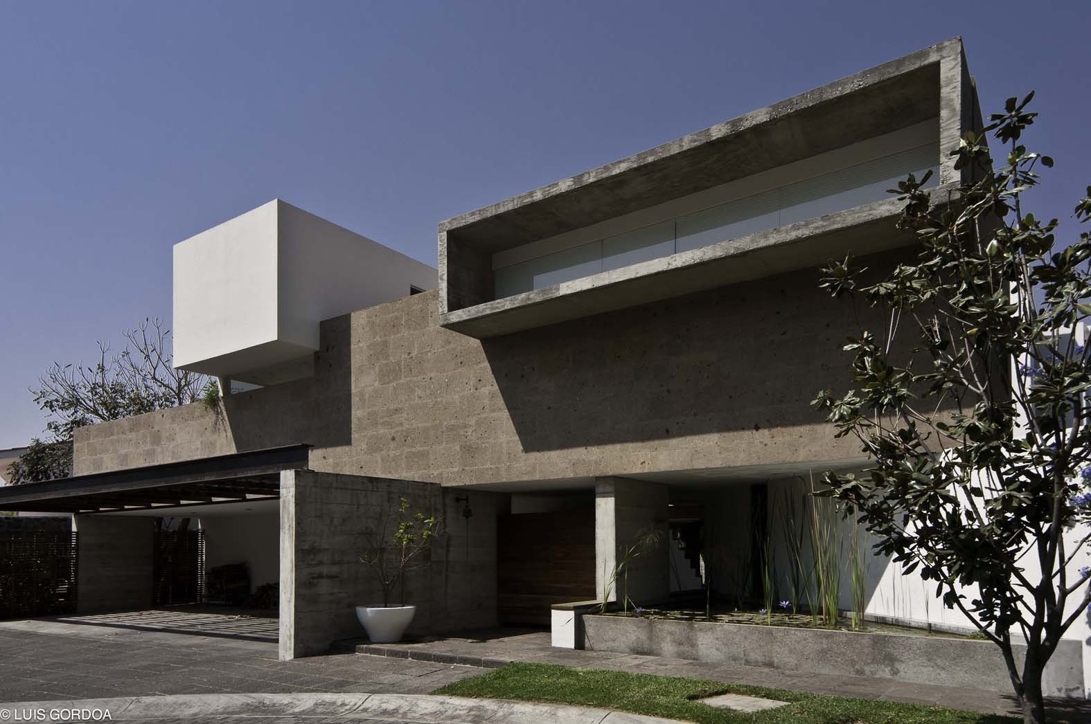 LQ20 House / T3arc, © Luis Gordoa