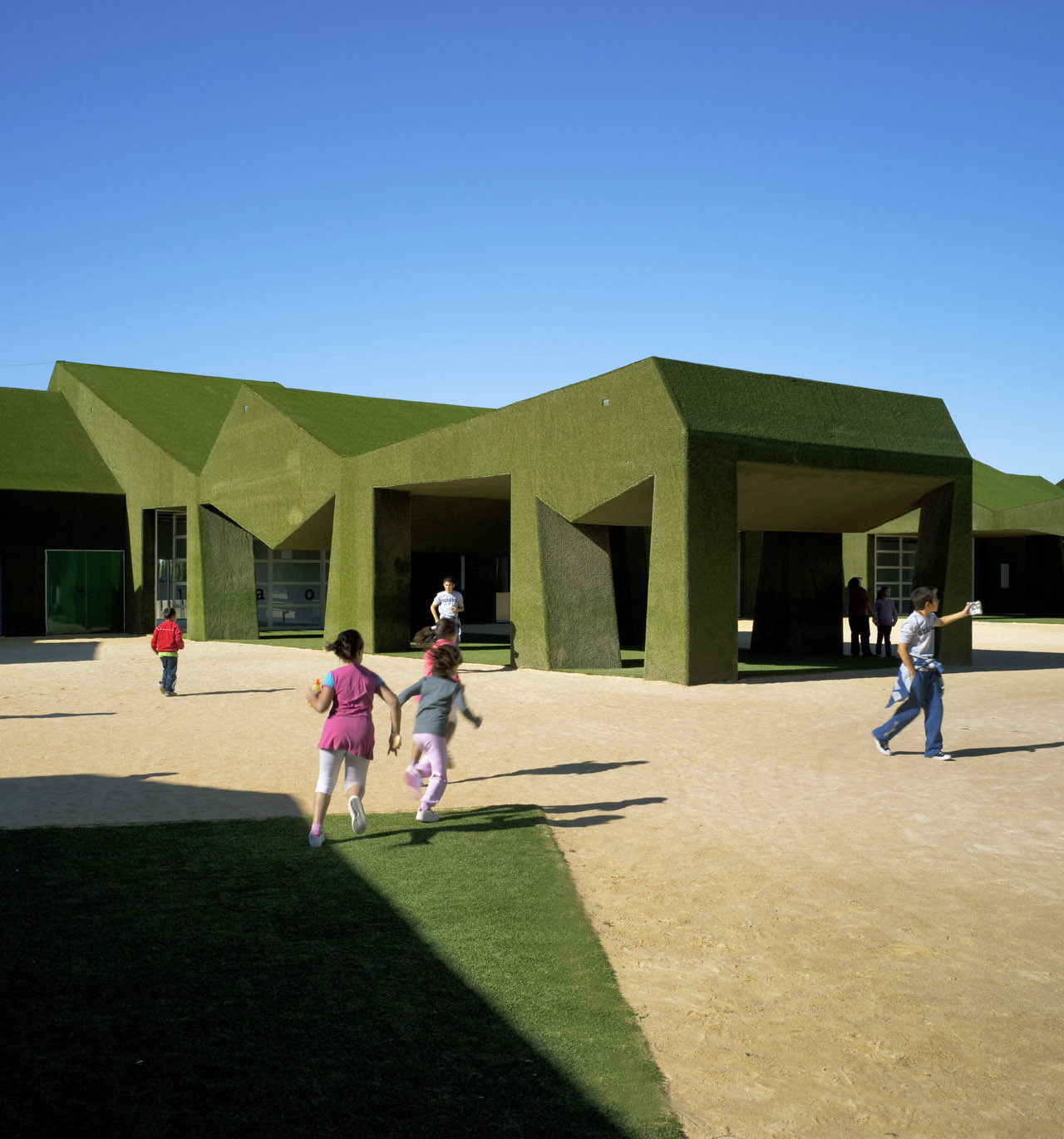 Elementary and Primary Public School in Roldán / Estudio Huma , © David Frutos