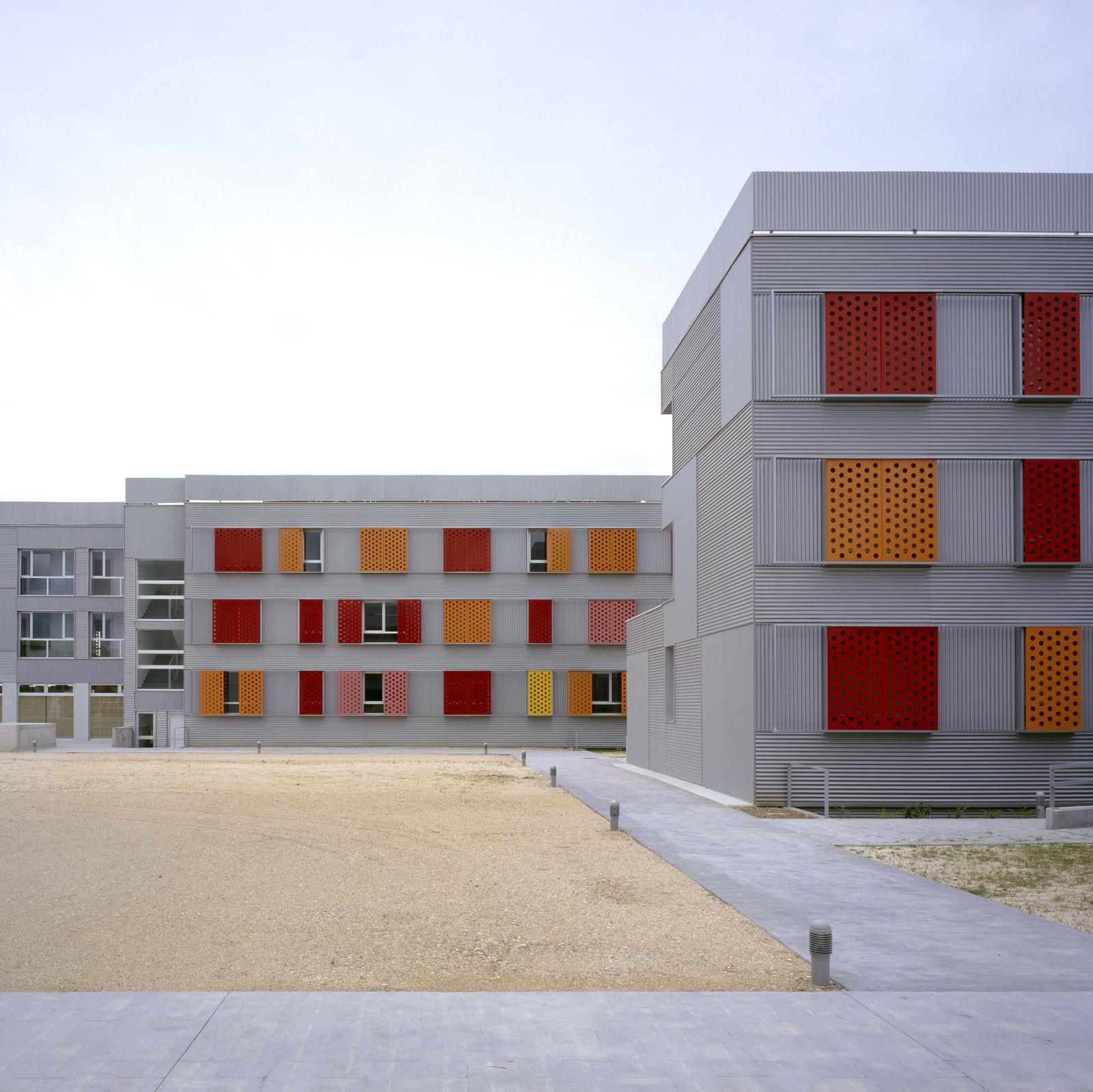 255 Dwellings in Villanueva de la Cañada / Aranguren & Gallegos Arquitectos, © Hisao Suzuki
