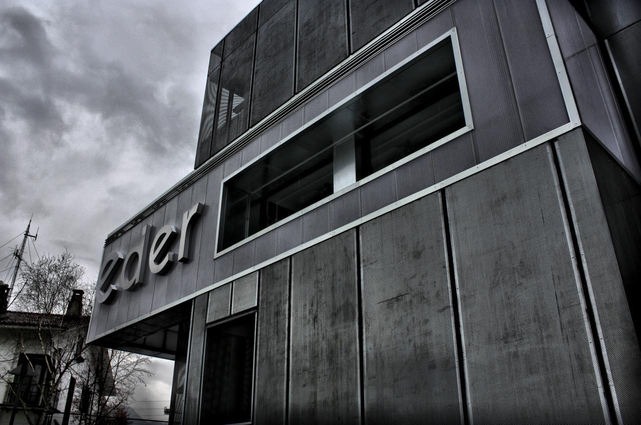 Rehabilitación edificio comercial Eder Altzariak / Ipark Arkitektura+Hirigintza