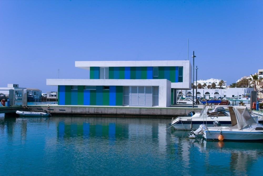 Edificio de Oficinas en el Puerto de Roquetas de Mar / Donaire Arquitectos, © Enrique Bejines M