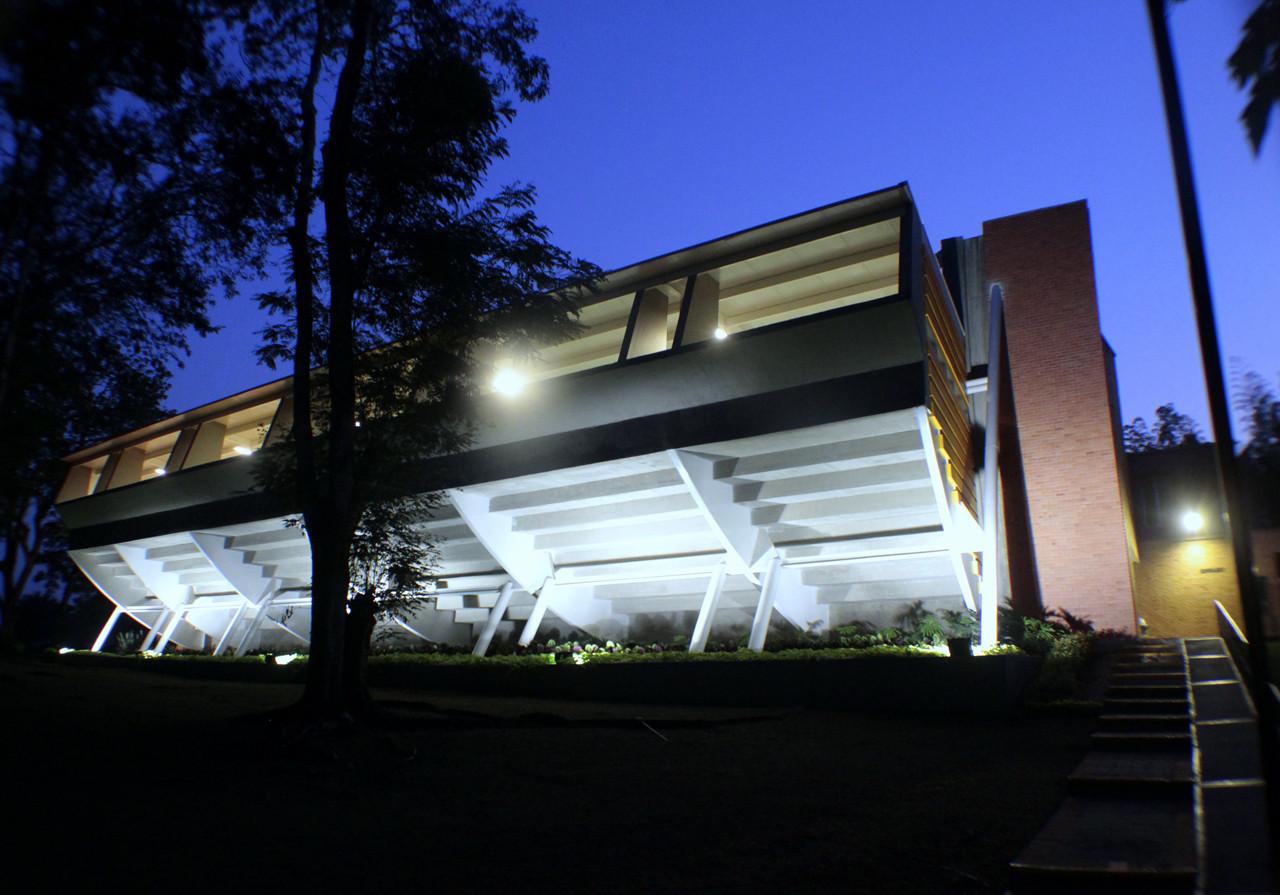 Gimnasio del Colegio Colombo Británico / Juan Felipe Cadavid + Jorge Alberto Dávila, © Rafael Marmolejo