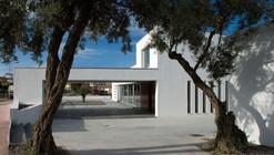 Tanatorio Municipal de Pizarra / José Delgado Diosdado + Tibisay Cañas Fuentes