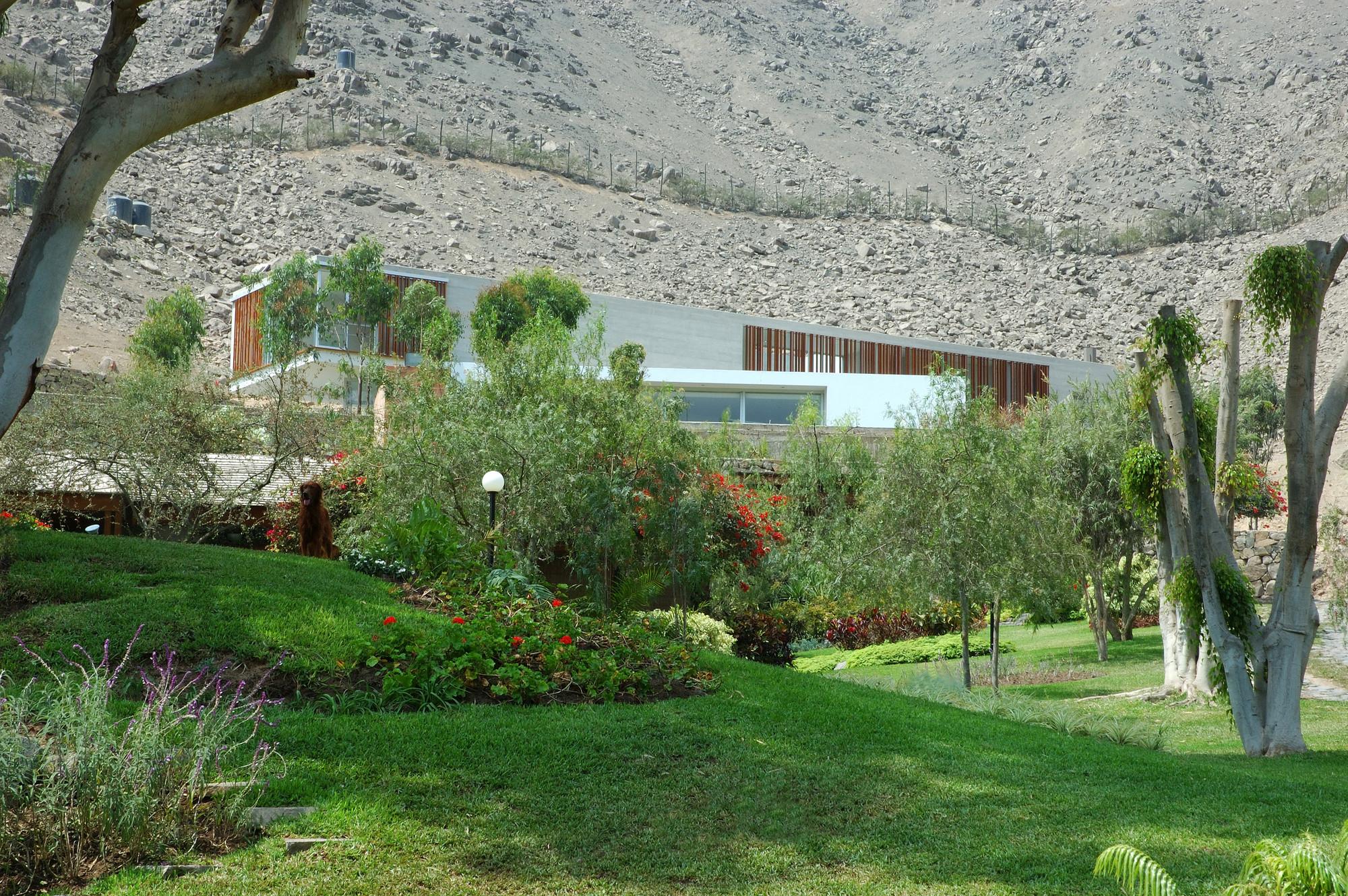 VLL House / Llosa Cortegana Arquitectos
