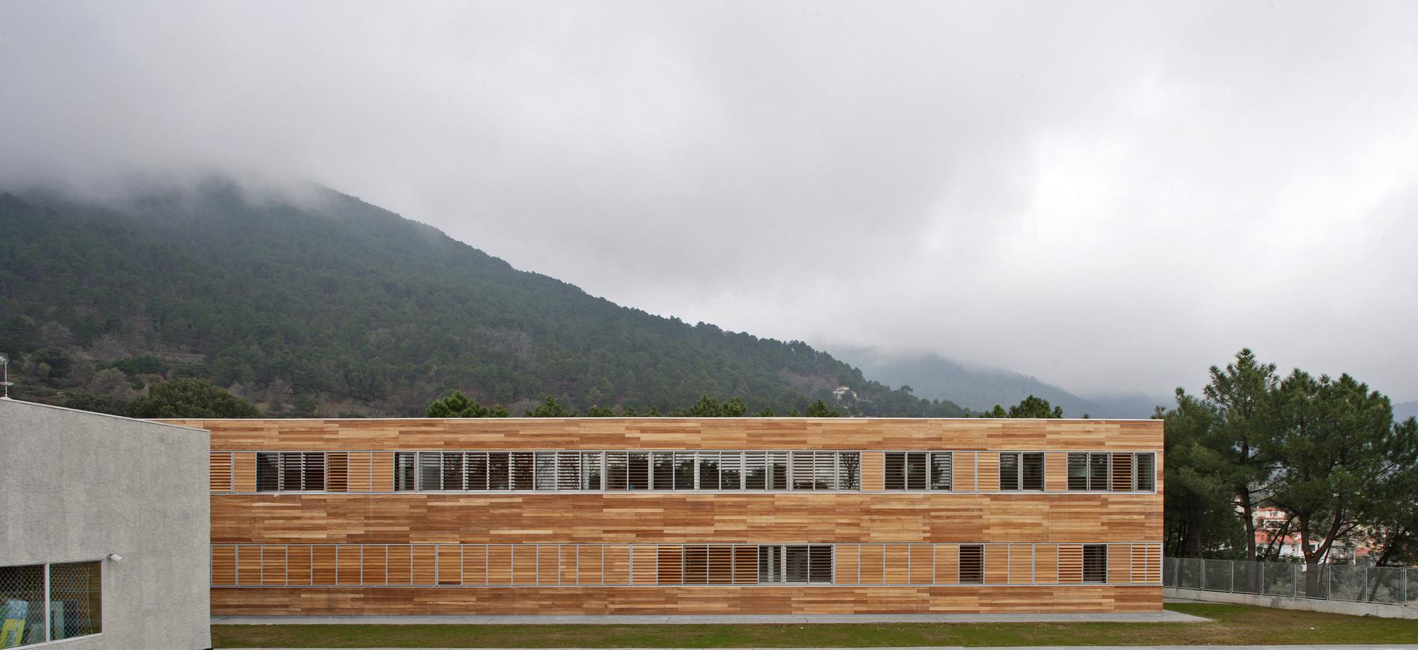 Colegio en Piedralaves / BmasC Arquitectos, © Manuel de Guzman